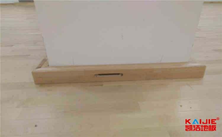 枫木篮球场地木地板结构