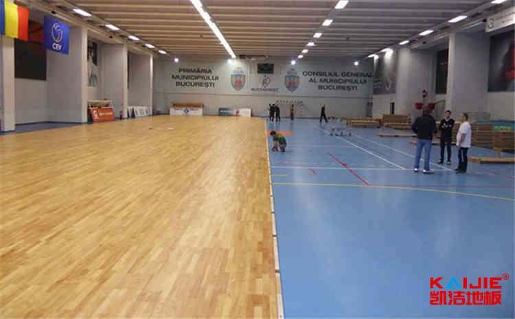 体育木地板刷漆