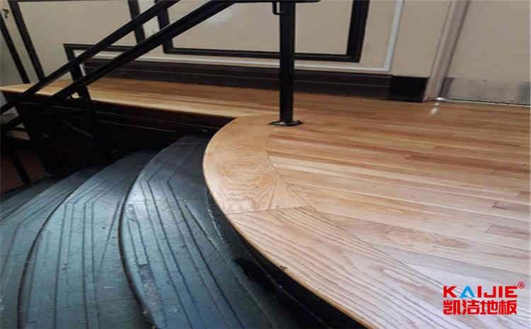 如何保障舞台木地板的稳定性?