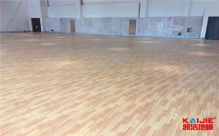 橡胶木运动体育地板每平米价格