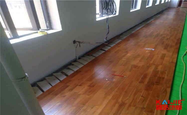 篮球场木地板如何延长使用寿命?