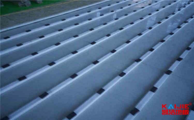 广西硬木企口运动木地板施工